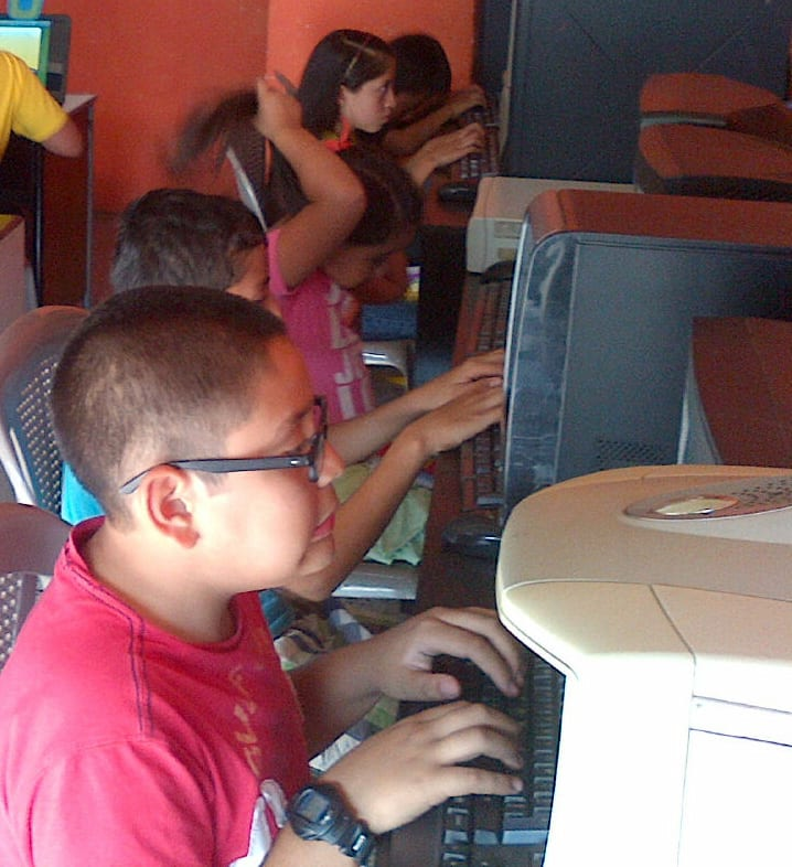 Computer classes at the VETC in Colonia Santa Fe of Guatemala City