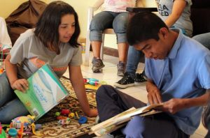 Service trip with teenagers from the orphanage Fundaninos at a home for disabled