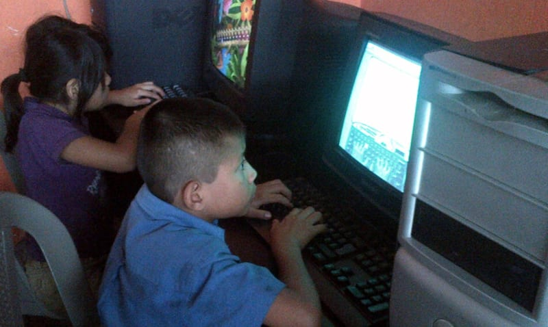 Computer and programming classes for students in our VETC in Colonia Santa Fe
